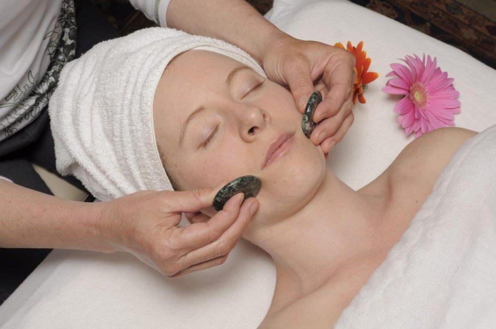 Cold-Stone-Facial-Massage