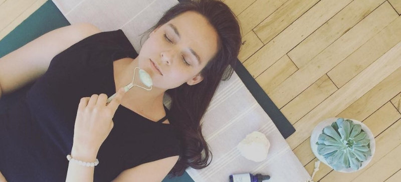 6 Steps To Give Yourself A Facial Treatment And Massage At Home